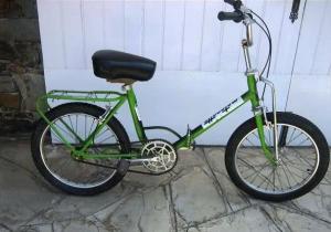 Motoretta en versión verde